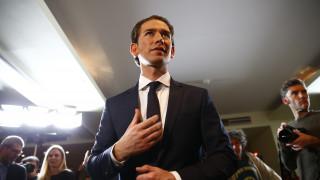 Με διαδηλώσεις «υποδέχονται» οι Αυστριακοί την κυβέρνηση Κουρτς