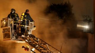 Σε εξέλιξη μεγάλη φωτιά σε κτήριο στο κέντρο της Αθήνας