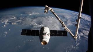 Το Dragon της SpaceX «έδεσε» για δεύτερη φορά στον Διεθνή Διαστημικό Σταθμό μεταφέροντας εφόδια