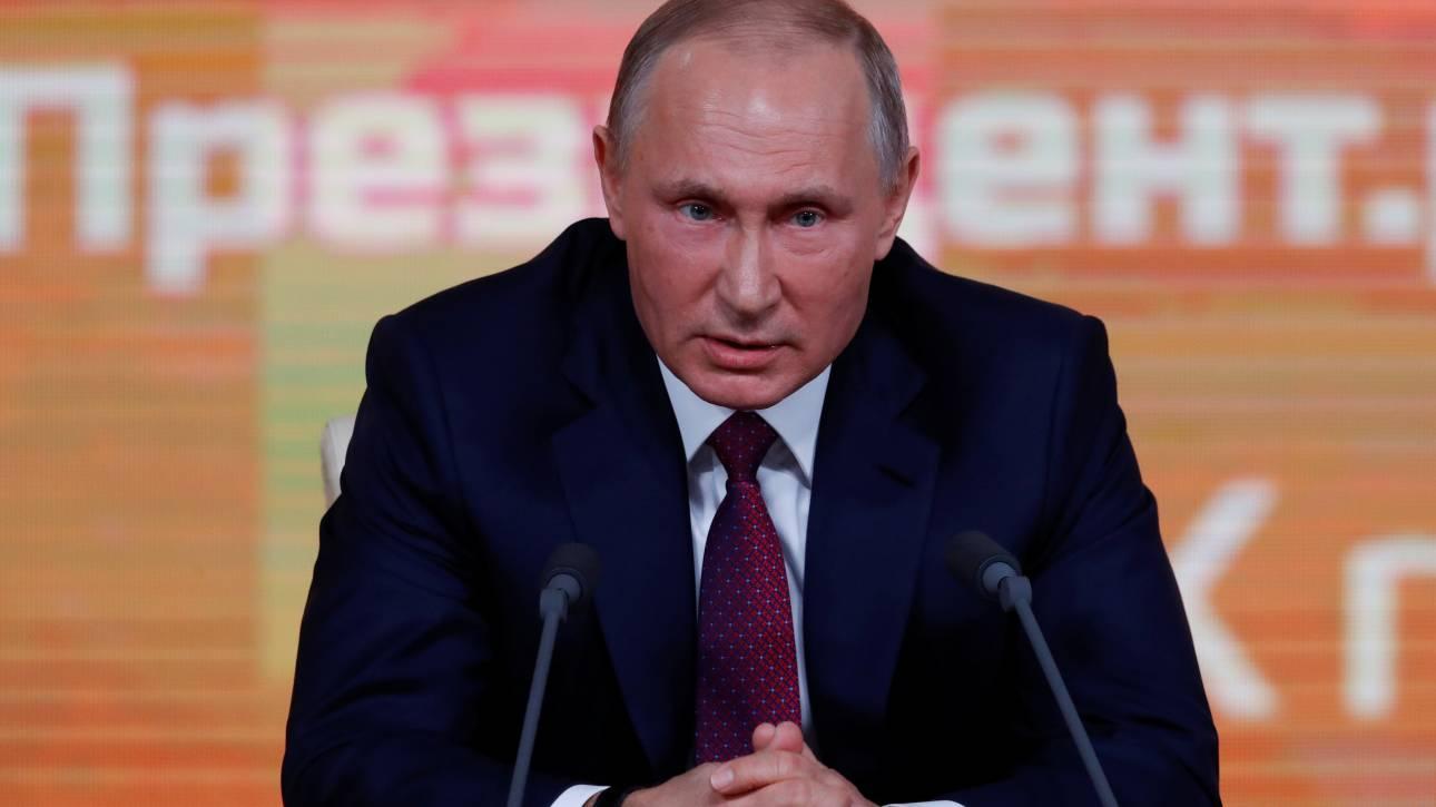 Ρωσία: Ήταν ο Πούτιν κασκαντέρ σε ταινίες τη δεκαετία του 1970;