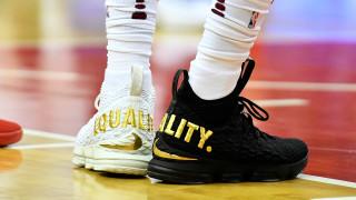 Μήνυμα ισότητας έστειλε ο ΛεΜπρον Τζέιμς με τα… παπούτσια του