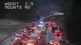 Εκτροχιάστηκε τρένο στην Ουάσινγκτον - Αρκετοί νεκροί, πάνω από 70 τραυματίες (pics&vids)