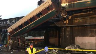 Ουάσινγκτον: Νεκροί και περισσότεροι από 100 τραυματίες στο σιδηροδρομικό δυστύχημα (pics&vids)