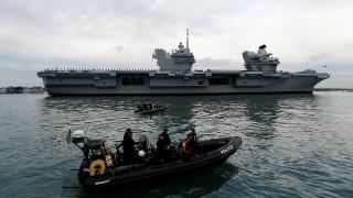 Queen Elizabeth: Το «καμάρι» του βασιλικού ναυτικού της Βρετανίας μπάζει νερά (pics)