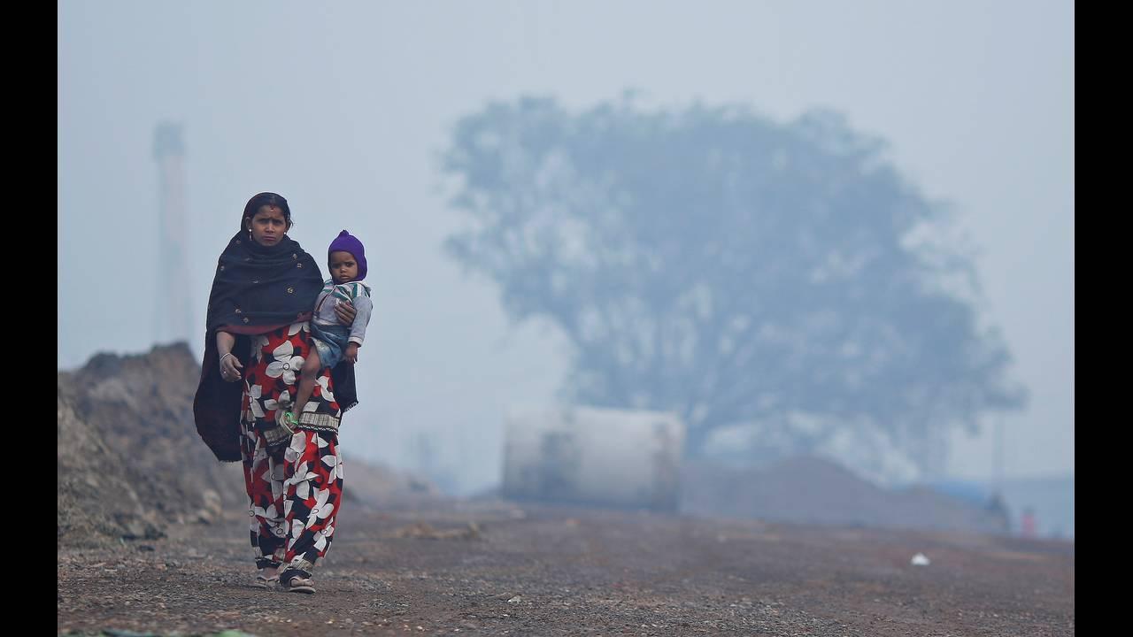 https://cdn.cnngreece.gr/media/news/2017/12/20/110387/photos/snapshot/2017-12-20T105238Z_2021409823_RC1A9AB10180_RTRMADP_3_INDIA-POLLUTION.JPG