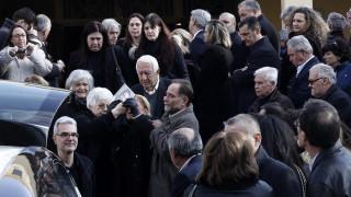 Πλήθος κόσμου είπε το «τελευταίο αντίο» στον Βασίλη Μπεσκένη (pics)