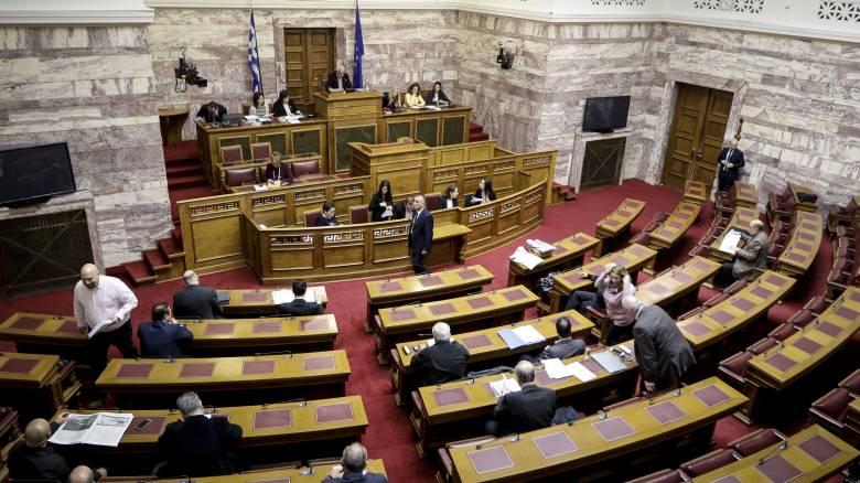 Ετήσιο όριο 75.000 ευρώ στη χρηματοδότηση κομμάτων με ανώνυμα κουπόνια