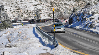 Επιδεινώνεται ο καιρός-Χιονίζει στην Πάρνηθα (vid)