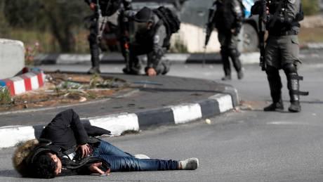 «Ημέρα οργής» στα Παλαιστινιακά εδάφη: Ένα μαχαίρι, μια ψεύτικη ζώνη εκρηκτικών κι ένας θάνατος