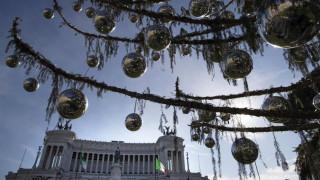 Ο δήμος της Ρώμης ζητά αποζημίωση για το «γυμνό» χριστουγεννιάτικο δέντρο (pics)