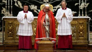 Το αυστηρό μήνυμα του Πάπα στον κλήρο ενόψει των Χριστουγέννων
