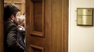 Ενδοκομματικοί τριγμοί στην κυβέρνηση και μέτωπο κατά Στουρνάρα