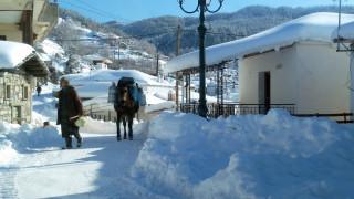 Το κύμα κακοκαιρίας σαρώνει τη χώρα: «Πολικές» θερμοκρασίες και έντονη χιονόπτωση (pics&vids)