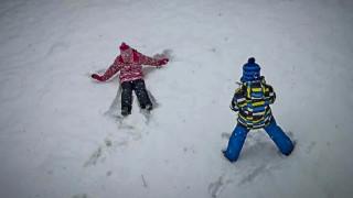 Η «όμορφη» πλευρά της κακοκαιρίας: Παιχνίδια στο χιόνι και υπέροχες εικόνες