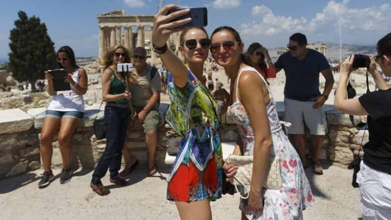 Στα 14,1 δισ. ευρώ τα έσοδα από τον τουρισμό στο 10μηνο 2017