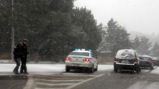 Προβλήματα και στην Αττική από την χιονόπτωση - Πού έχει διακοπεί η κυκλοφορία