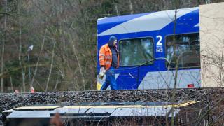 Σύγκρουση τρένων κοντά στη Βιέννη με οκτώ τραυματίες (pics)