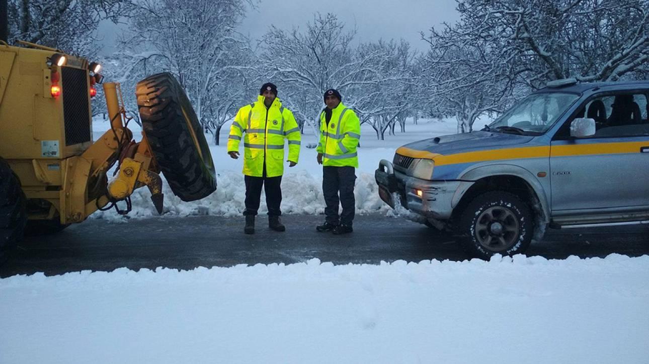 Ουρές χιλιομέτρων και ταλαιπωρία στις εθνικές οδούς λόγω της χιονόπτωσης (pics&vids)
