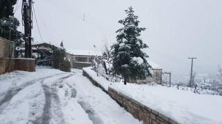 Σε κλοιό χιονιά η χώρα (pics&vids)