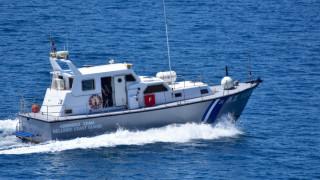 Επιχείρηση διάσωσης πληρώματος πλοίου που προσάραξε σε βραχονησίδα της Μυκόνου