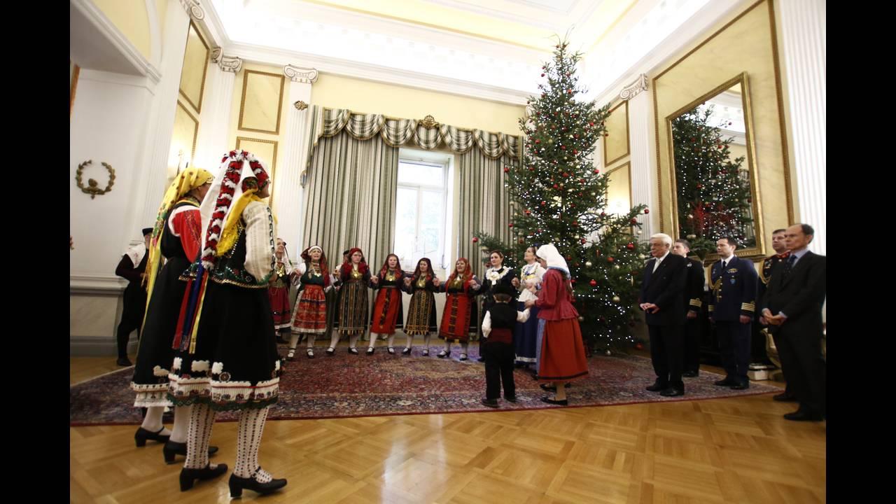 https://cdn.cnngreece.gr/media/news/2017/12/23/110843/photos/snapshot/4329628.jpg
