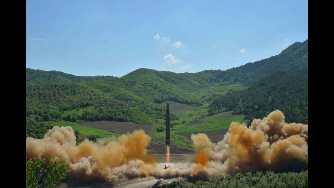 https://cdn.cnngreece.gr/media/news/2017/12/24/110901/photos/snapshot/korea15.jpg