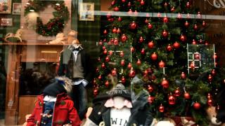 Εορταστικό ωράριο: Τι ώρες λειτουργούν τα καταστήματα για τις χριστουγεννιάτικες αγορές
