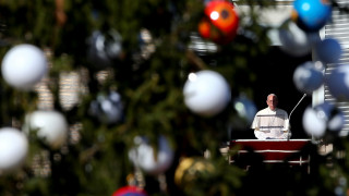 Χριστούγεννα σε Βατικανό και Βηθλεέμ - Το μήνυμα του Πάπα Φραγκίσκου για τους πρόσφυγες