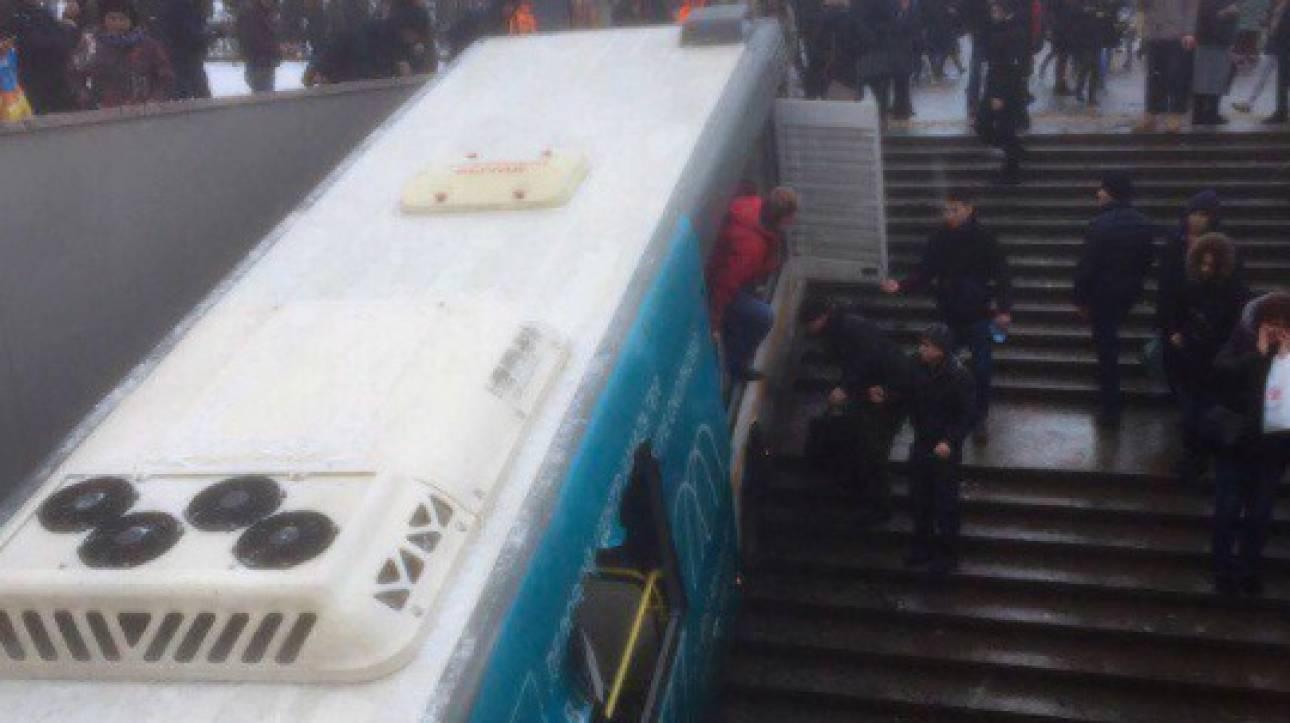 Μόσχα: «Τρελή» πορεία λεωφορείου σε υπόγεια διάβαση πεζών, αναφορές για νεκρούς (pics&vid)