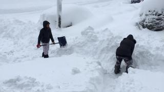 Πόλη των ΗΠΑ θάφτηκε κάτω από τόνους χιονιού (pics&vids)