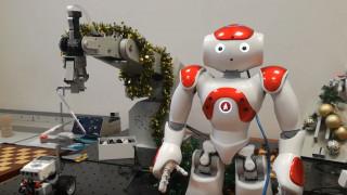 Τα ρομπότ του Πανεπιστημίου Δυτικής Μακεδονίας στολίζουν Χριστουγεννιάτικο δέντρο! (vid)