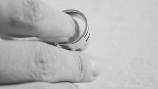 Στο ΦΕΚ ο νόμος που παρέχει τη λύση των γάμων μέσω συμβολαιογράφου