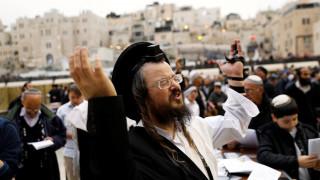 Ισραήλ: Εκατοντάδες πιστοί προσεύχονται στο Τείχος των Δακρύων να βρέξει (pics)