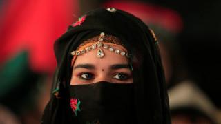Πακιστάν: Ομαδικός βιασμός 19χρονης που παντρεύτηκε τον άντρα που ήθελε