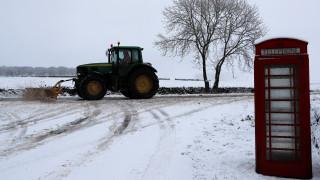Χάος στους δρόμους και τα αεροδρόμια της Βρετανίας λόγω των σφοδρών χιονοπτώσεων