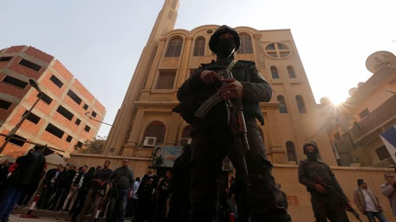 Αίγυπτος: Καρέ-καρέ η αιματηρή επίθεση σε εκκλησία στο Κάιρο (pics&vid)