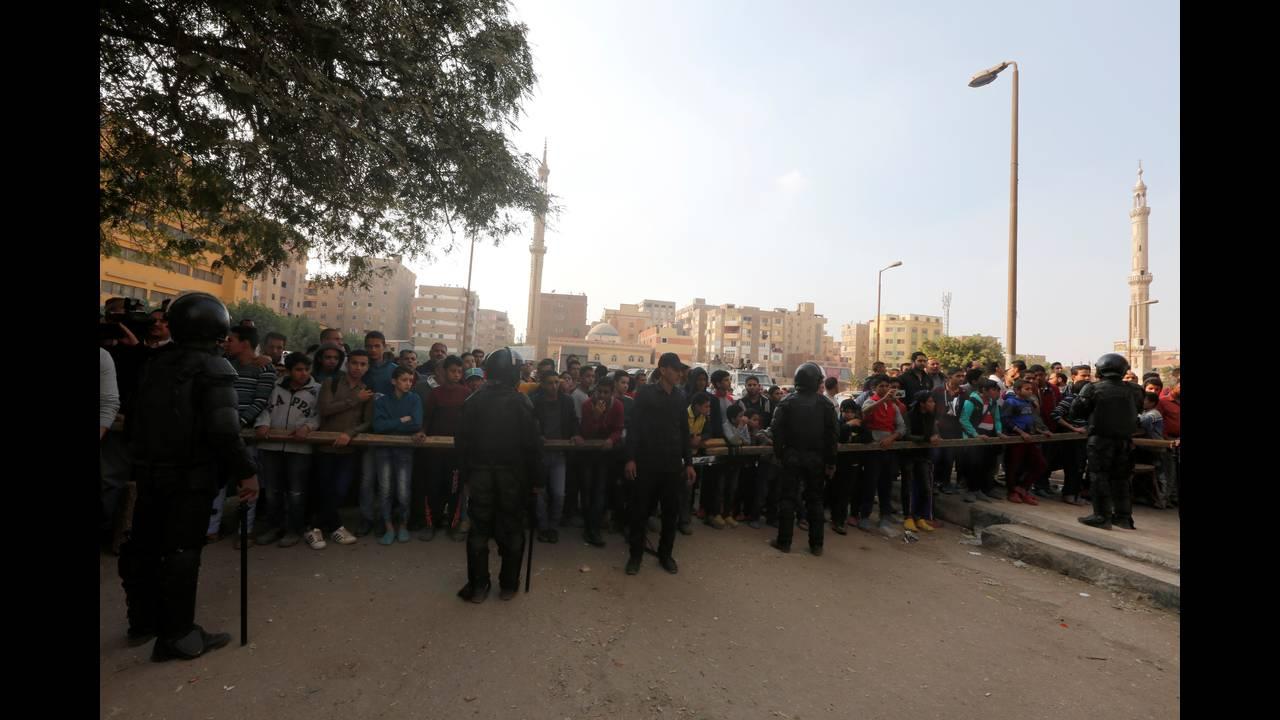 https://cdn.cnngreece.gr/media/news/2017/12/29/111574/photos/snapshot/2017-12-29T123035Z_1204015650_RC181F68CB10_RTRMADP_3_EGYPT-SECURITY.JPG