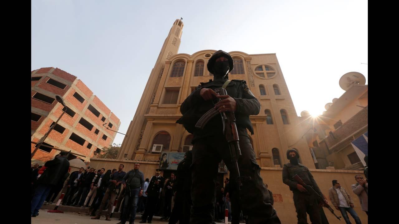 https://cdn.cnngreece.gr/media/news/2017/12/29/111574/photos/snapshot/2017-12-29T123359Z_19664357_RC1A4ECB5C00_RTRMADP_3_EGYPT-SECURITY.JPG