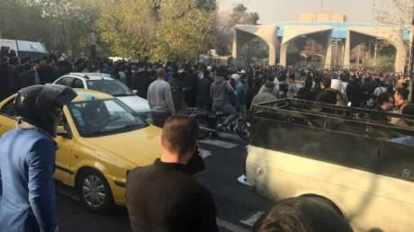 Τι κρύβεται πίσω από τις μαζικές διαδηλώσεις στο Ιράν;