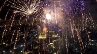 Η Ελλάδα υποδέχθηκε το 2018 με εντυπωσιακά πυροτεχνήματα