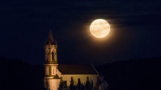 Υπερ-σελήνη: Αντίστροφη μέτρηση για το εντυπωσιακό φαινόμενο