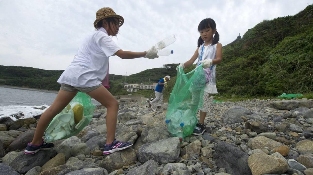 Οι ειδικοί προειδοποιούν: Η Γη δεν αντέχει άλλα πλαστικά