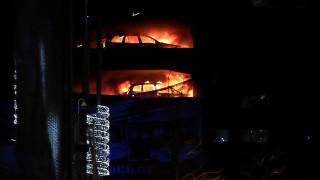 Τεράστια πυρκαγιά σε πάρκινγκ στο Λίβερπουλ - Καταστράφηκαν εκατοντάδες οχήματα (pics&vids)