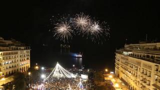 Θεσσαλονίκη: Γλέντι και εντυπωσιακά πυροτεχνήματα στους εορτασμούς της Πρωτοχρονιάς (pics&vids)