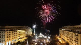 Η Θεσσαλονίκη άλλαξε χρόνο με μία δημόσια... πρόταση γάμου (vid)