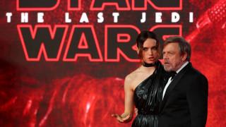 Η «Δύναμη» ήταν μαζί του: Ένα δισ. έβγαλε το νέο Star Wars μέσα σε τρεις εβδομάδες (pics&vid)