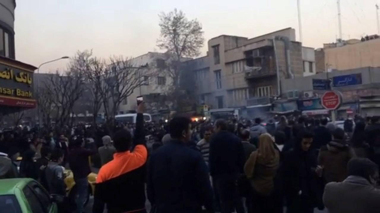 https://cdn.cnngreece.gr/media/news/2018/01/01/111847/photos/snapshot/iran6.jpg