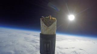 Και όμως... ένα κεμπάπ ταξίδεψε στο διάστημα (vid)