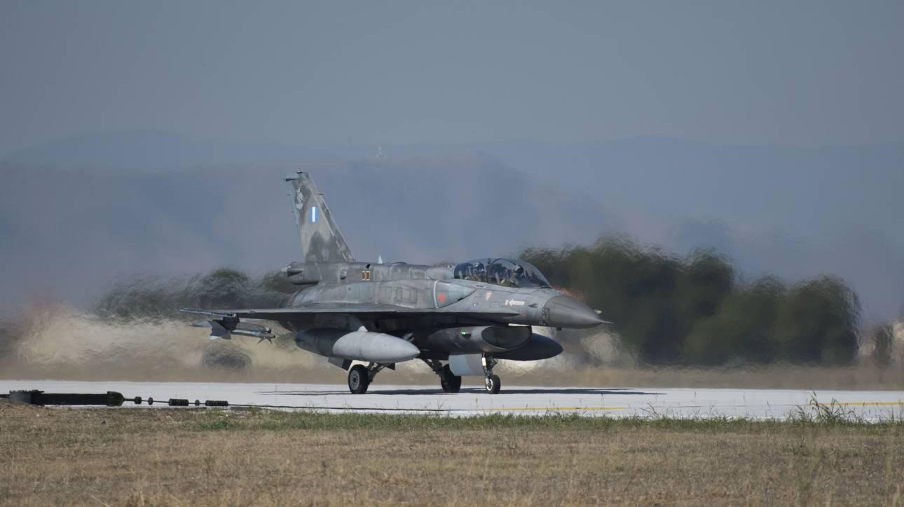 Σώοι οι πιλότοι του αεροσκάφους της Πολεμικής Αεροπορίας που έπεσε στην Καλαμάτα (pics)