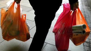 Πλαστικές σακούλες: Απαντήσεις σε 23 απορίες για τη χρήση και τη χρέωσή τους